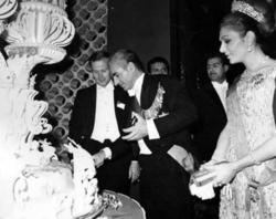 جشن تولد شاه با هزینههای هنگفت از جیب مردم +فیلم