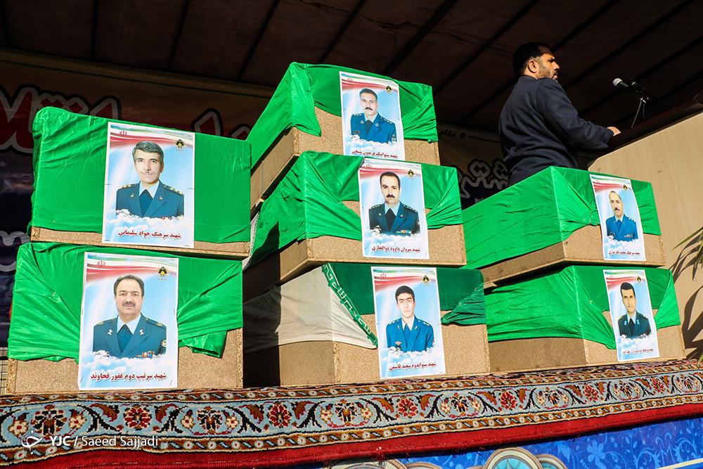مراسم تشییع پیکر جان باختگان سانحه هواپیمای بوئینگ ٧٠٧ ارتش برگزار شد