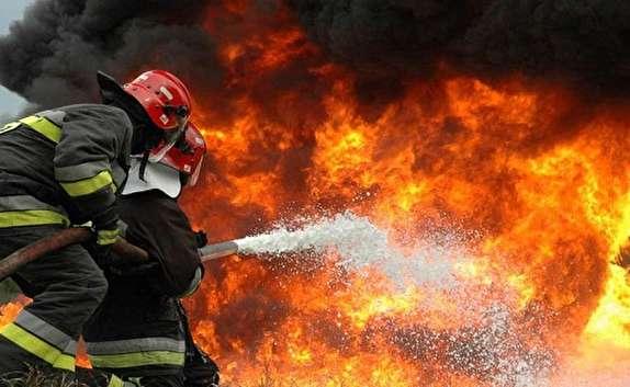 باشگاه خبرنگاران - محاصره منزل مسکونی در میان شعله های آتش