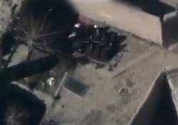 لحظه هدف قرار دادن جلسه اعضای طالبان توسط ارتش افغانستان + فیلم