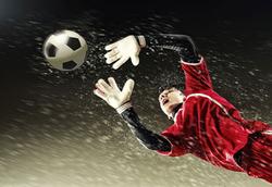 تماشاییترین مهارها توسط دروازهبانان در دنیای فوتبال+ فیلم