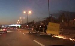 حمل عجیب موتورسیکلت با یدککش در اتوبان بابایی! + فیلم