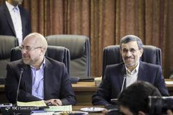 حضور احمدینژاد در دوره جدید مجمع به شایعات پایان داد/ ماجرای معلق ماندن لایحه پالرمو چه بود؟/ چرا رئیسی جایگاهش را در جلسه مجمع تغییر داد؟
