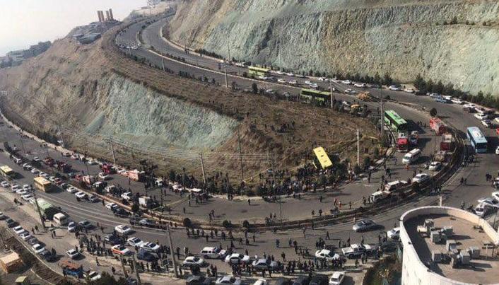 واژگونی اتوبوس در دانشگاه علوم و تحقیقات/ حادثه ۳۵ کشته و مصدوم برجای گذاشت