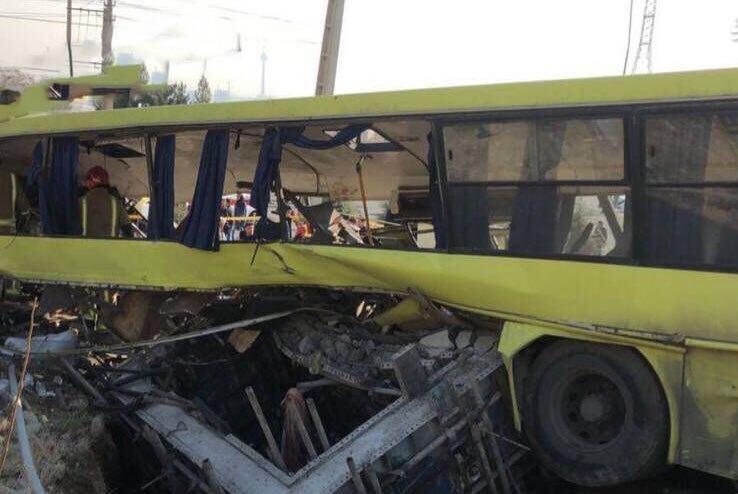آخرین جزئیات از واژگونی اتوبوس در دانشگاه علوم و تحقیقات + تعداد کشتهها و مصدومان