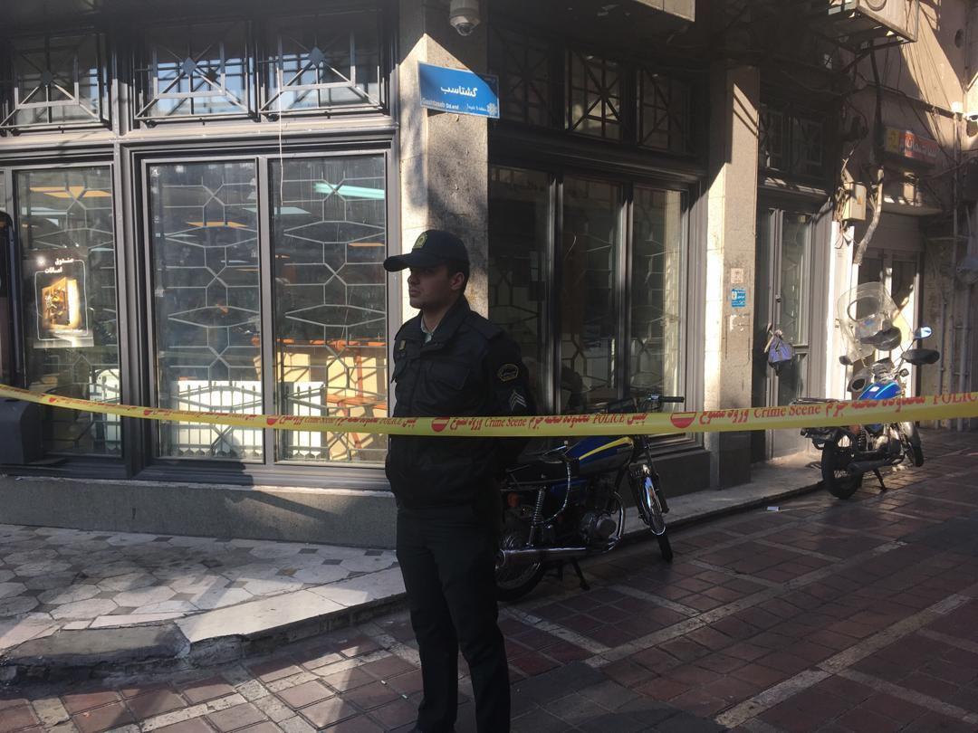 دستگیری ۴ سارق مسلح پس از شلیک گلوله در خیابان جمهوری+ تصاویر