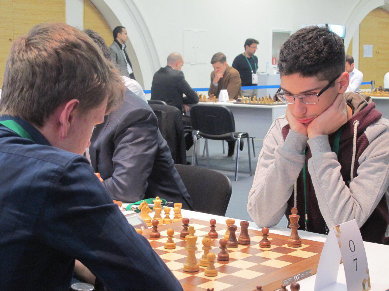 شگفتی روز نخست شطرنج سریع جهان / آتش بازی فیروز جا در سرمای سن پترزبورگ!