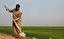 باشگاه خبرنگاران - تبدیل اراضی بیابانی به کشاورزی از دستاوردهای ۴۰ سالگی انقلاب اسلامی/ هدیه مقام معظم رهبری به خوزستانی ها، اشتغالزایی به ارمغان آورد + فیلم