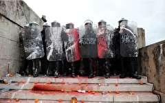 باشگاه خبرنگاران -تصاویر روز: از مقابله پلیس ضدشورش یونان با تظاهرکنندگان تا درختی که حامل دعاهای مردم چین است