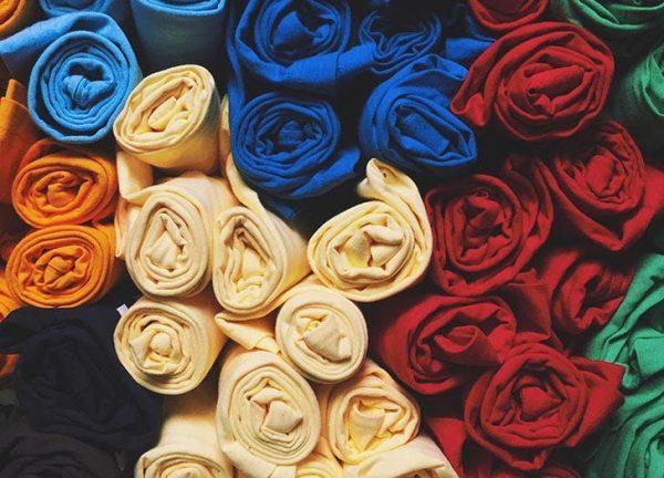 ترفندهای جالب برای صاف کردن لباس بدون اتو + تصاویر
