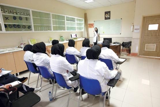 گرایش جوانان به سمت رشتههای پول ساز حوزه پزشکی/ دانشگاههای علوم پزشکی باید به سمت تعامل با صنعت بروند