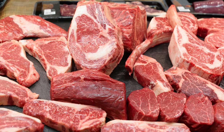 قیمت گوشت شتر قطعه بندی در غرفه تره بار