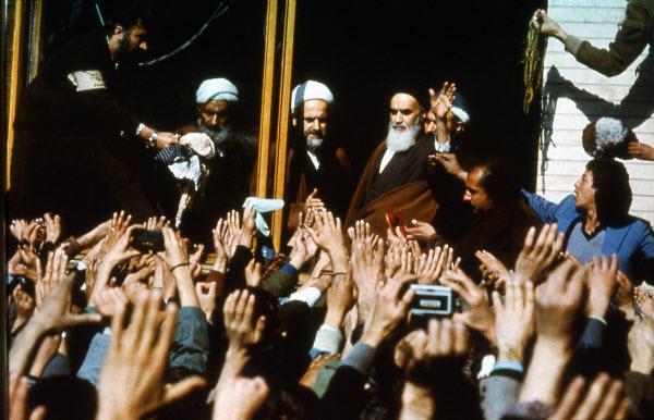 تصاویری از دیدارهای مردمی با امام خمینی(ره) پس از بازگشت به وطن+عکس