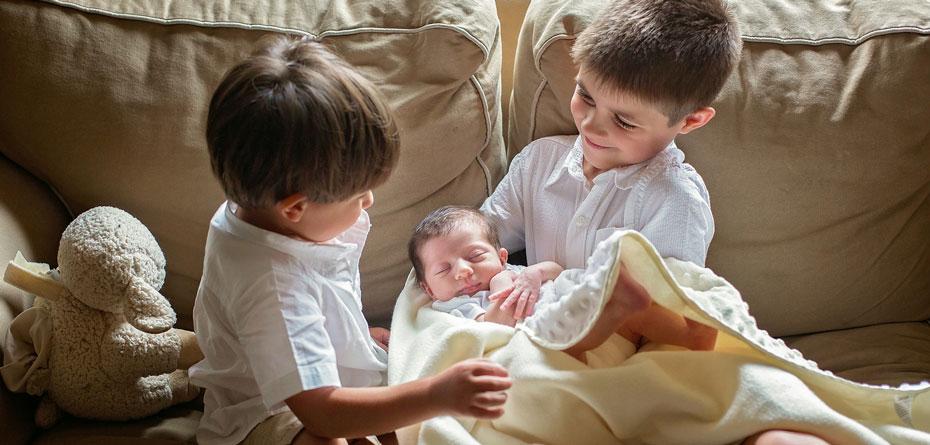 حسادت فرزند اول را درک کنید/ کاهش حسادت فرزند اول با گرفتن مسئولیت