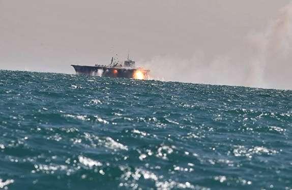 تسلیح قایقهای تندرو سپاه به «گاتلینگ» و راکتانداز جدید/ شلیک ۱۵۰۰ گلوله در دقیقه برای انهدام اهداف دریایی و هوایی + عکس