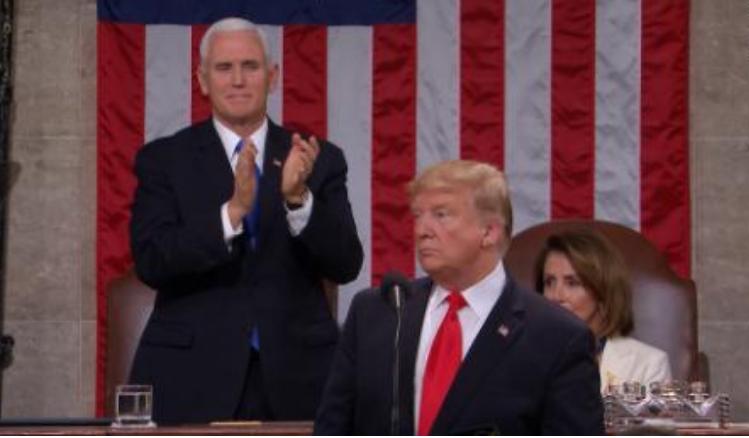 حواشی جالب نطق سالانه ترامپ در کنگره/ از کف زدن عجیب پلوسی تا چرت زدن حاضران +تصاویر