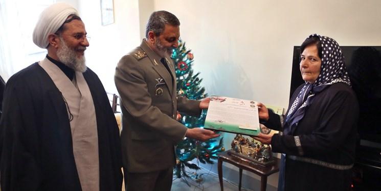 سرلشکر موسوی با خانواده شهید و آزاده جانباز ارمنی دیدار کرد
