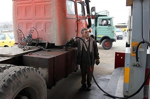 روزانه ۱۶ میلیون لیتر گازوئیل مازاد بر مصرف، تولید میشود