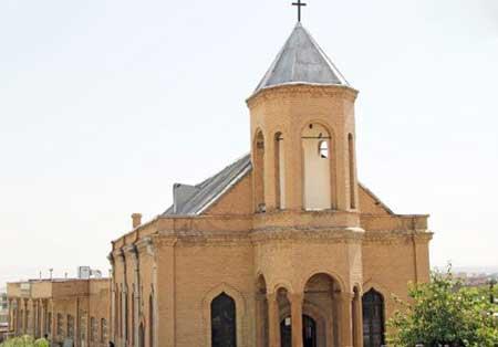 مسیحیان آزادانه شعائر مذهبی خود را در ایران به جا میآورند