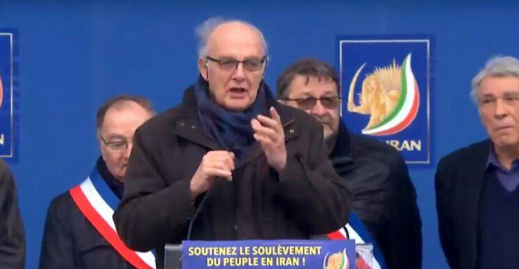خیمهشببازی دوباره منافقین در پاریس و یک سوال بیجواب
