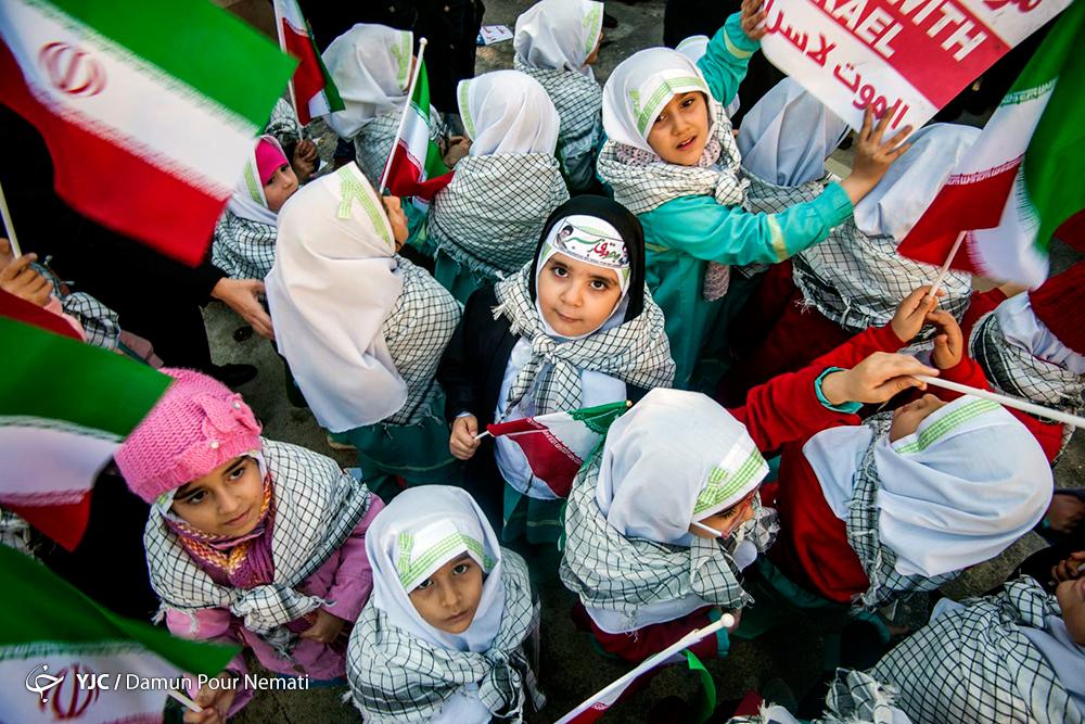 پویش پرچم افتخار دانش آموزان در روز ۲۲ بهمن