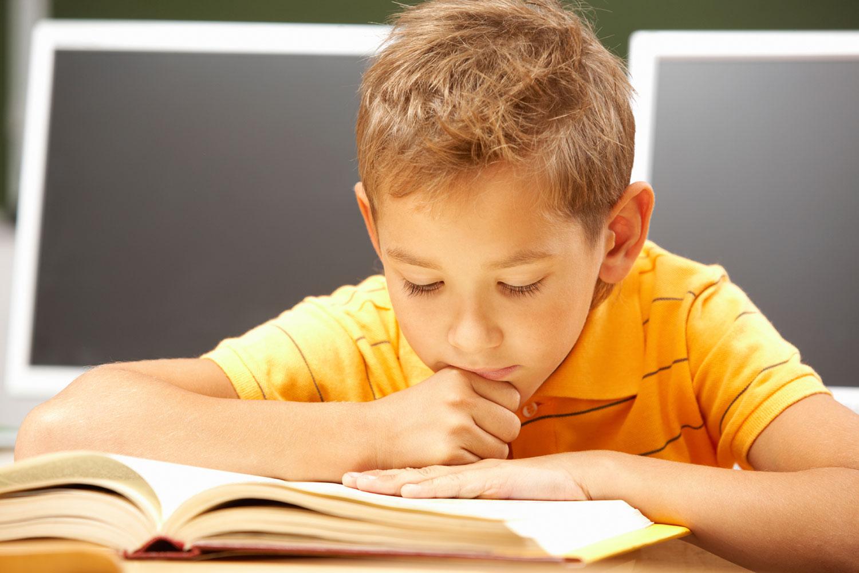 ۱۰ نکته برای  بهبود انجام تکالیف توسط فرزندانمان/ وسایل مورد نیاز کودک را مهیا کنید