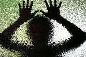 تعرض پدر بی رحم به دختر ۱۴ ساله اش با وعده پول