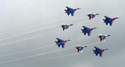 نمایش شوالیههای روسی در آسمان + فیلم