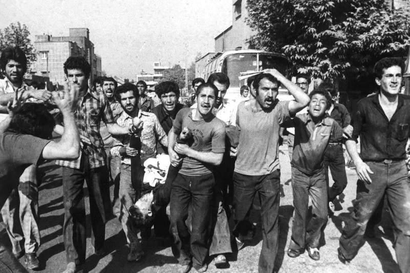 گوشه ای از کشتار مردم توسط رژیم پهلوی! + فیلم