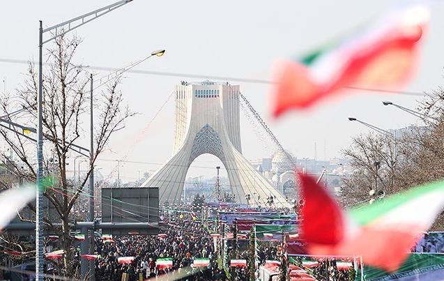 صدای خردشدن استخوانهای دشمن امروز شنیدنی است/ «احمق درجه یکی» که میخواست مردم ایران چهل سالگی انقلاب را جشن نگیرند، کجاست؟!