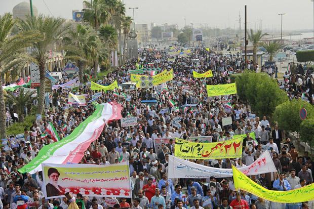 تجلی شکوه حضور هرمزگانیها در راهپیمایی یوم الله ۲۲ بهمن تا دقایقی دیگر