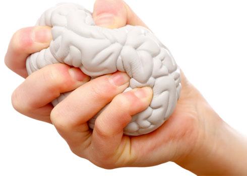 درمان خانگی شوره سر با چند روغن طبیعی/ استرس این عارضه پوستی را به جانتان میاندازد