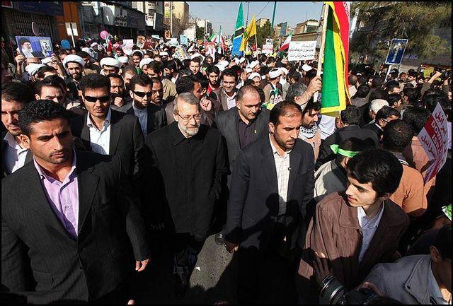لاریجانی: حضور گسترده مردم در راهپیمایی ۲۲ بهمن دشمنان را مأیوس میکند/ ملت ایران در مصاف با دشمنان یک صدا هستند