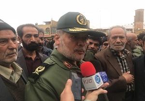 ملت ایران بیدارتر از همیشه در صحنه راهپیمایی حضور یافتند