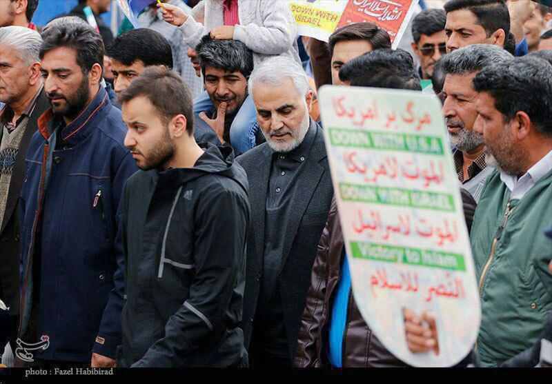 حضور سردار قاسم سلیمانی در راهپیمایی ۲۲ بهمن +تصویر