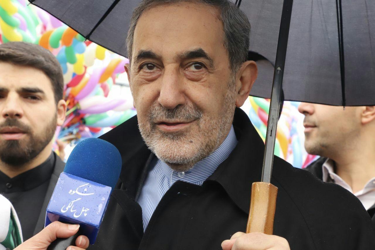 ولایتی:باوجود همه مشکلات مردم پای انقلاب اسلامی ایستاده اند
