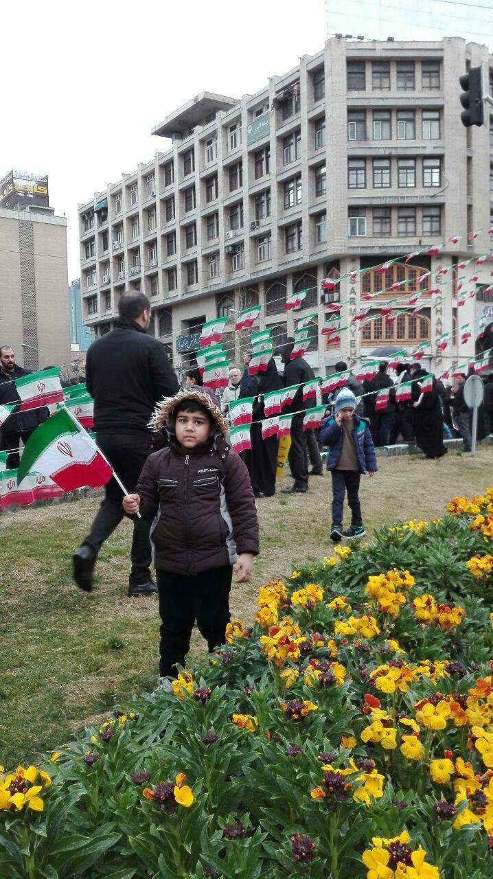 حضور فرزندان شهدای مدافع حرم در راهپیمایی ۲۲ بهمن +تصاویر