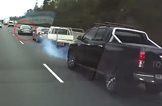 حرکت خطرناک راننده مرسدسبنز باعث ایجاد تصادف شد! +فیلم
