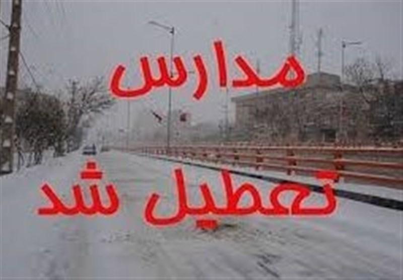 بارش برف وکولاک برخی مدارس شهرستان مهدیشهر را به تعطیلی کشاند