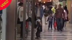 رفتار جنون آمیز پدر جوان با پسر خردسالش! +فیلم