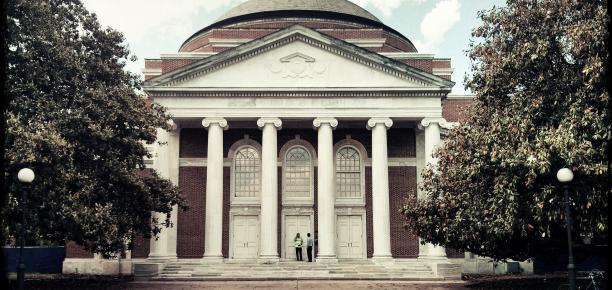 از پذیرش ۱۰ درصدی تا نسبت عجیب استاد به دانشجو در برترین دانشگاههای حقوقی جهان
