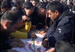 سوگواری جانگداز بر پیکر پاسداران قهرمان خاک وطن در فرودگاه اصفهان + فیلم