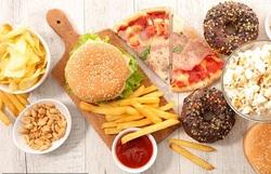 خوراکیهای خوشمزهای که خونتان را مسموم میکنند+ علائم و درمان مسمومیت خونی
