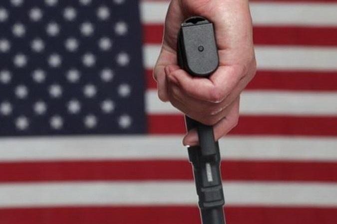 نوجوان آمریکایی پدر و مادر و خدمتکار خود را کشت