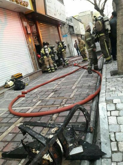 آتشسوزی یک کارگاه مبل سازی در خیابان جمهوری+ عکس