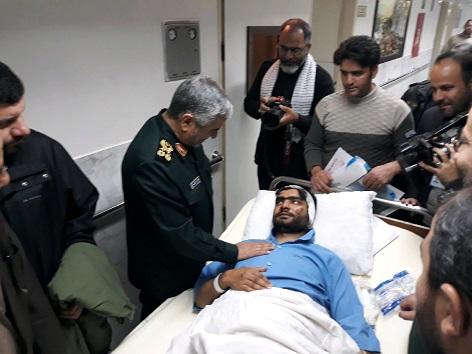 عیادت فرمانده کل سپاه پاسداران از مجروحان حادثه تروریستی زاهدان+عکس