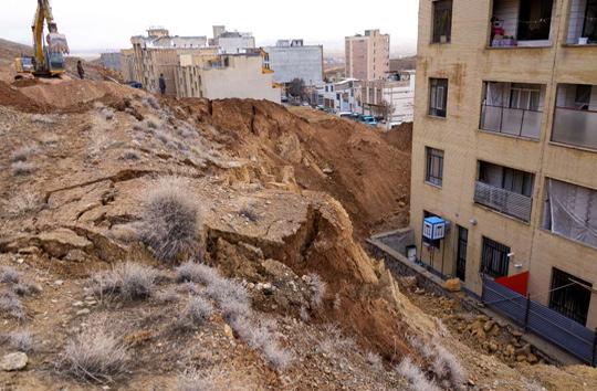 بارندگی باعث رانش زمین در شهرکرد شد+عکس