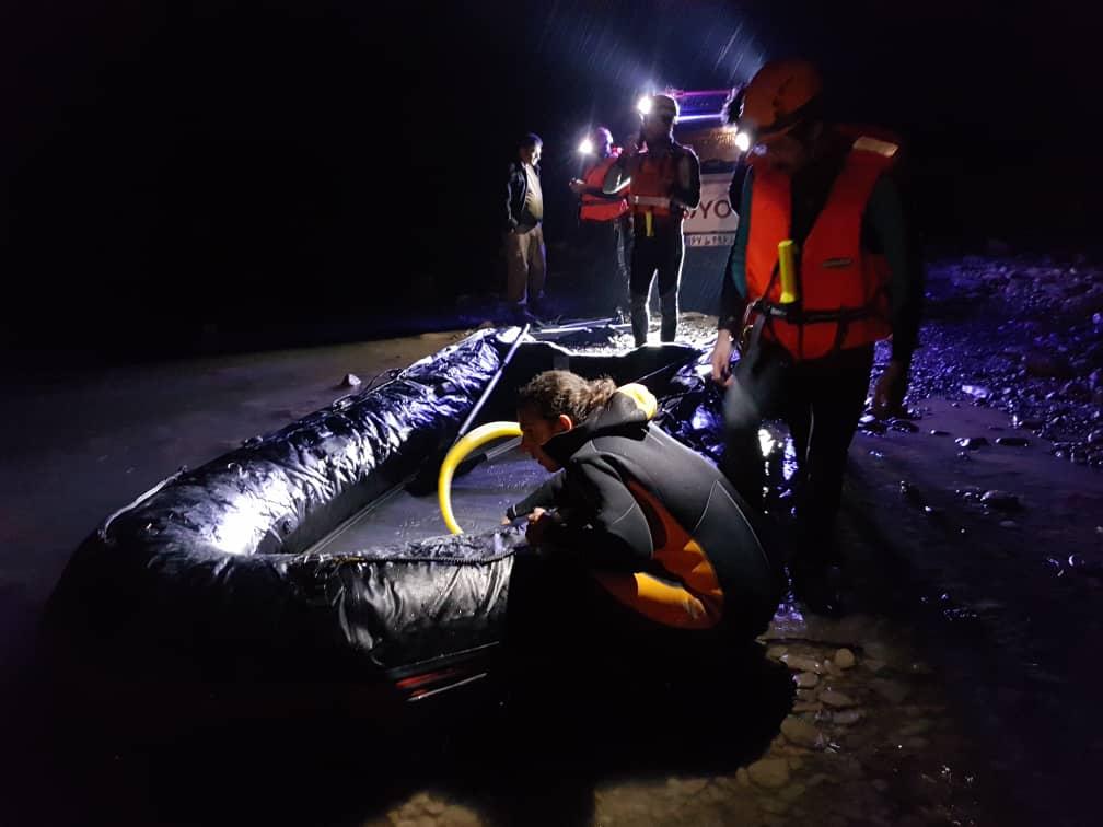 نجات جان ۸ نفر از سیلاب توسط امدادگران هلال احمر فارس