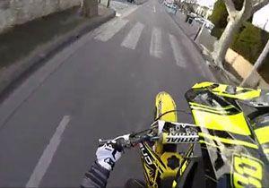 عجیبترین شیوه دستگیری یک موتورسوار توسط پلیس + فیلمزیر گرفتن سارق