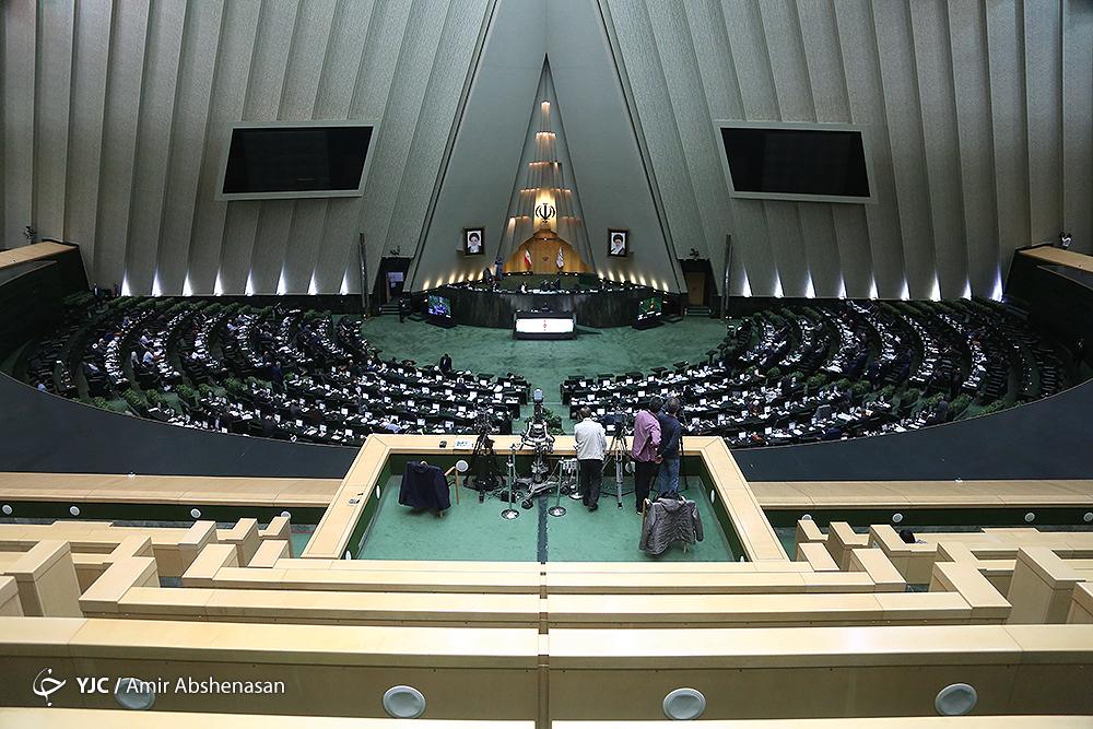 جلسه علنی مجلس آغاز شد/ ادامه رسیدگی به لایحه بودجه ۹۸ در دستور کار وکلای ملت
